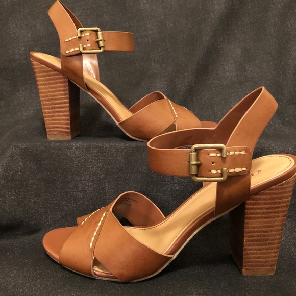 530537ca81b5 Crown Vintage Shoes - Tan Sandals with Block Heel- EUC